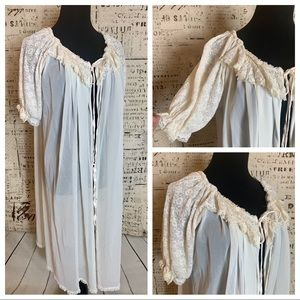 Beautiful Vintage 1950's lace sheer robe One Size